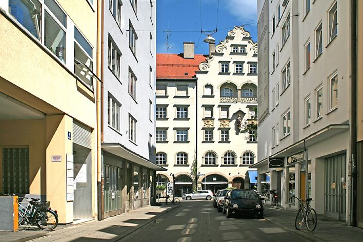 For investors: 1-room balcony apartment in the courtyard near Sendlinger Tor