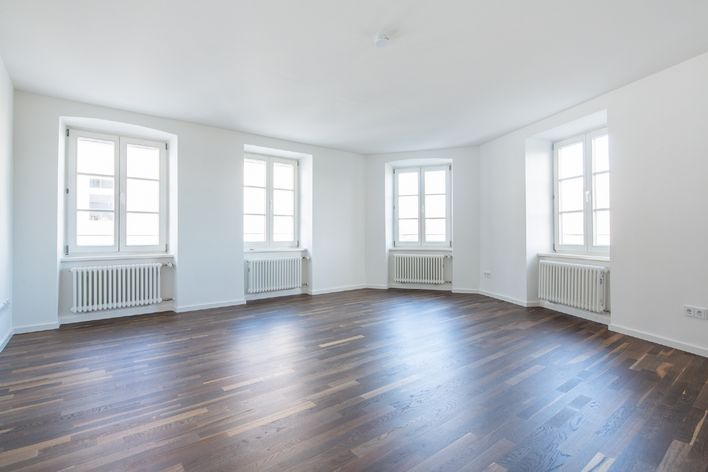Completely refurbished 2.5 room old building with elevator and guest toilet near Stiglmaierplatz