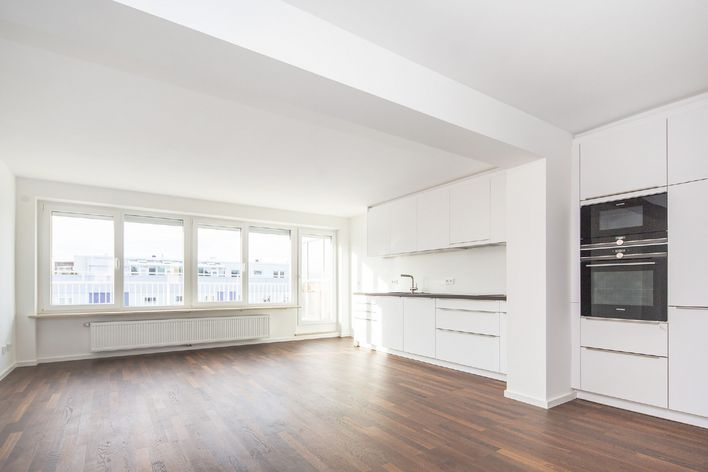 Completely refurbished 4-room roof terrace WHG with a view near the Untersbergstraße subway station