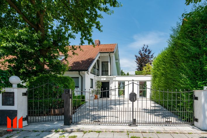 Guaranteed! Detached house with pool, double garage near the S-Bahn!